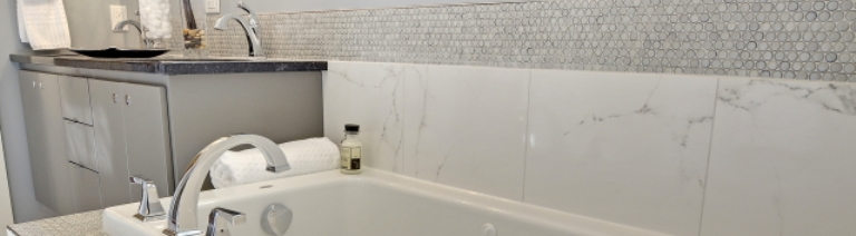 tub surround resized.jpg